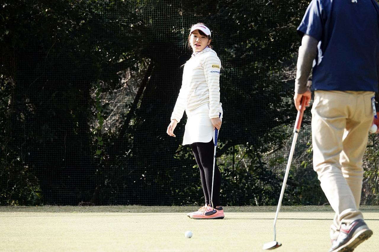 画像: ホールアウト後「オフの間ここで練習します!」と語ってくれた安田彩乃プロ