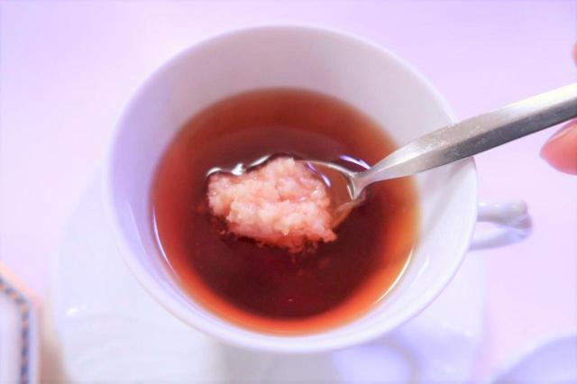 画像: ティスプーン1杯の生姜をイン!