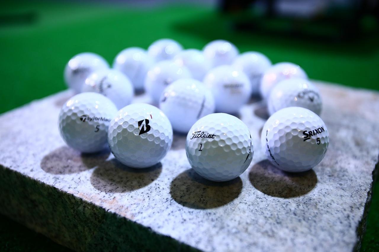 画像: スピン系のボールよりもディスタンス系のボールの方が転がると話す星谷氏