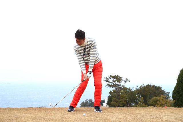 画像: ボールへのアジャスト力が高く、ダウンスウィングでシャフトをしっかりしならせて、クラブに仕事をさせるパンチャーは、インパクトが自然と強くなる。