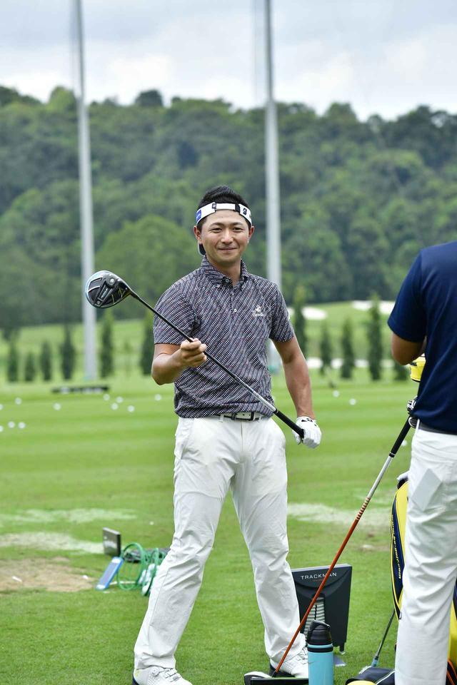 画像: ソニー・オープンinハワイから連戦でシンガポール入りした片岡大育はドライバーをテスト中