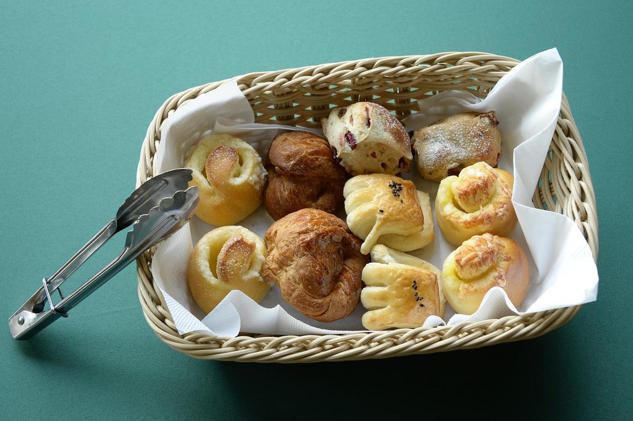 画像: 焼きたてのパンはプレー後の食欲を掻き立てる
