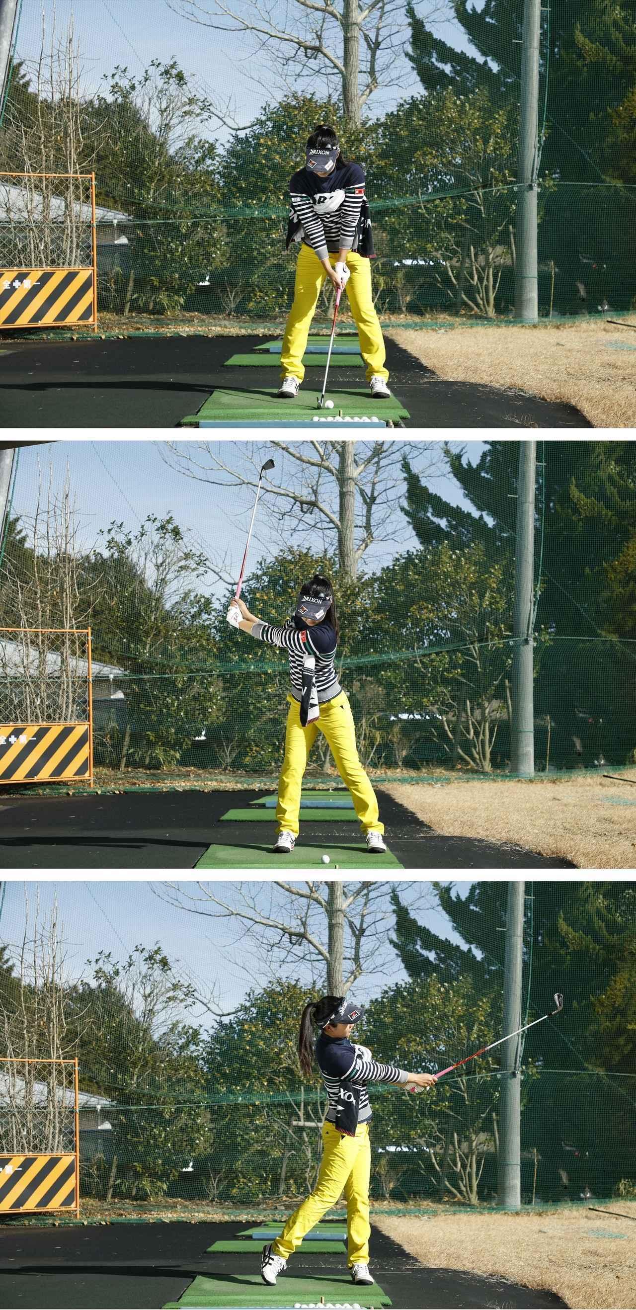 画像: 両わきにタオルを挟んだまま、そのタオルを落とさないように肩から肩の振り幅でボールを打とう