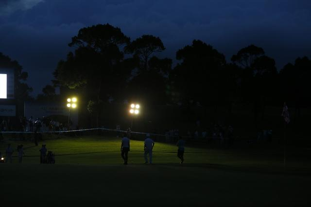 """画像: 最終日のプレーオフでは""""まるでバラエティ番組""""のような勝負で決着が着いた(写真:2012年トーシンゴルフトーナメント 最終日)"""