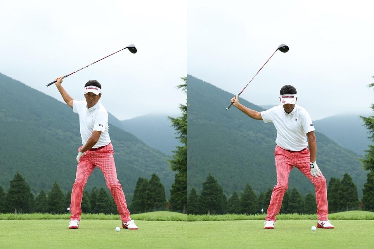 画像: トップ(左)では左ひざは正面を向き、切り返し(右)のときに左ひざをガニ股に外に向ける