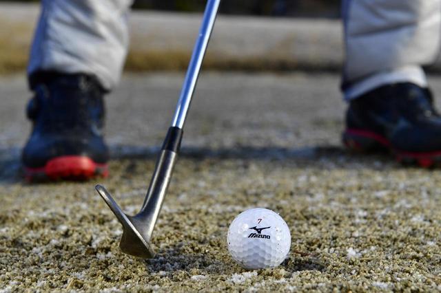 画像: ヘッドはボール1個ぶん、右から入れること