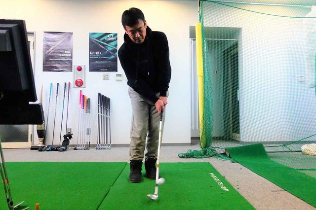 画像: 浅草にあるインドアスタジオ「飛距離ドットデル」で菅谷拓プロが試打。計測値も交えて評価した