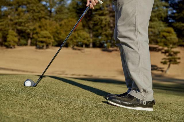 画像: つま先上がりは、ヘッドのトウ側が地面に突っかかりやすく、注意が必要なライ