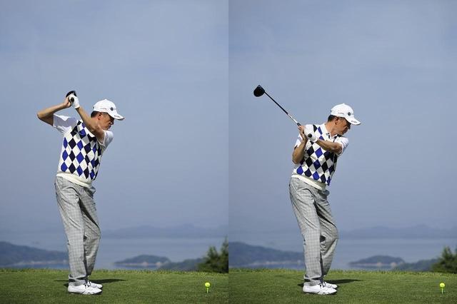 画像: 上げた右ひじを右わきの背中側に下ろすのが、田村流の切り返し(写真左)。トップで右わきを締めるのがセオリーと言われるが(写真右)、むしろわざとフライングエルボーにしている