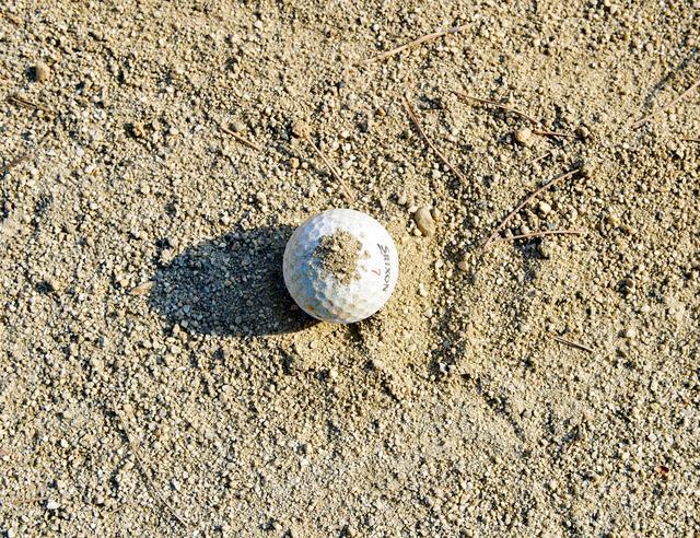 画像: 「あら、ボールに砂が……。これって拭いていいんですよね?」「え? ダメでしょ、そんなの!」