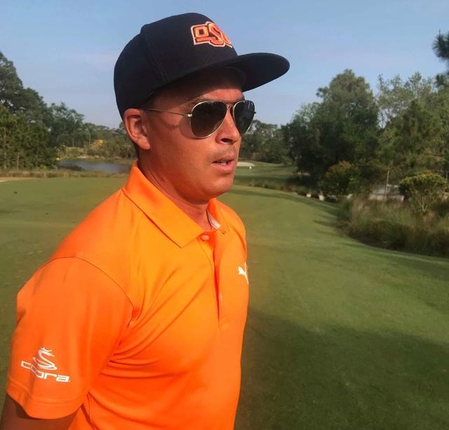 画像: オレンジシャツにOSUロゴの黒色帽子を被ったファウラー(写真/アンディ和田)