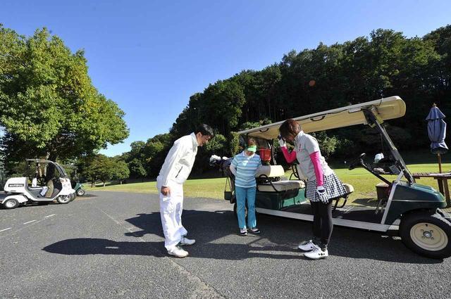 画像: アイコンタクトをし挨拶をすることがゴルファー同士のマナーだ