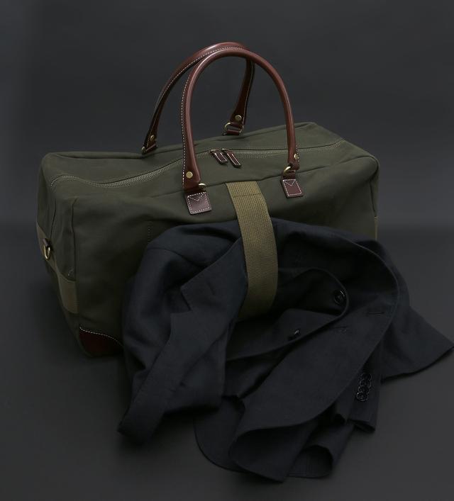 画像: 側面にはジャケットホルダーのバンド付き。カラーはカーキとブラックの2種類