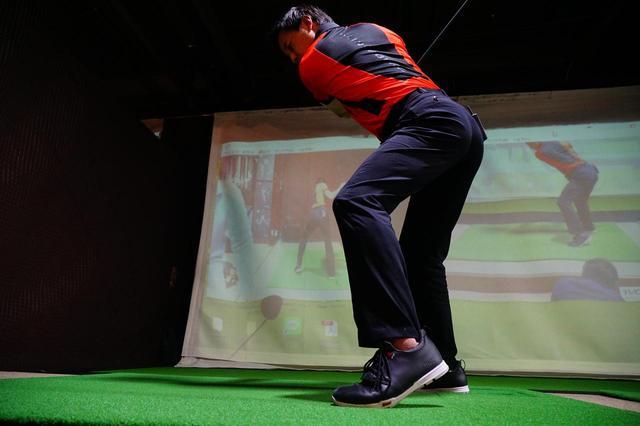 画像: 左足かかとを上げるヒールアップには、利点が多くある