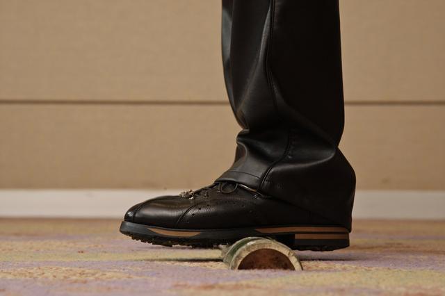 画像: 青竹を踏んだとき体重がかかる位置に、体重をかけるのが自然(撮影/小林司)
