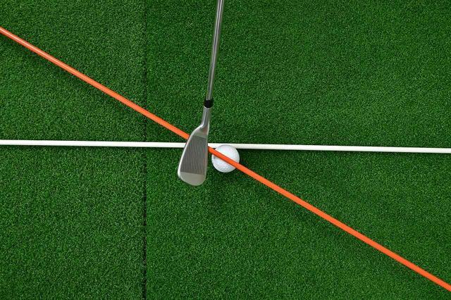 画像: 自分の持ち球やスウィング軌道を知っておけば、構える方向を微調整するだけでスコアが伸びるのだ!