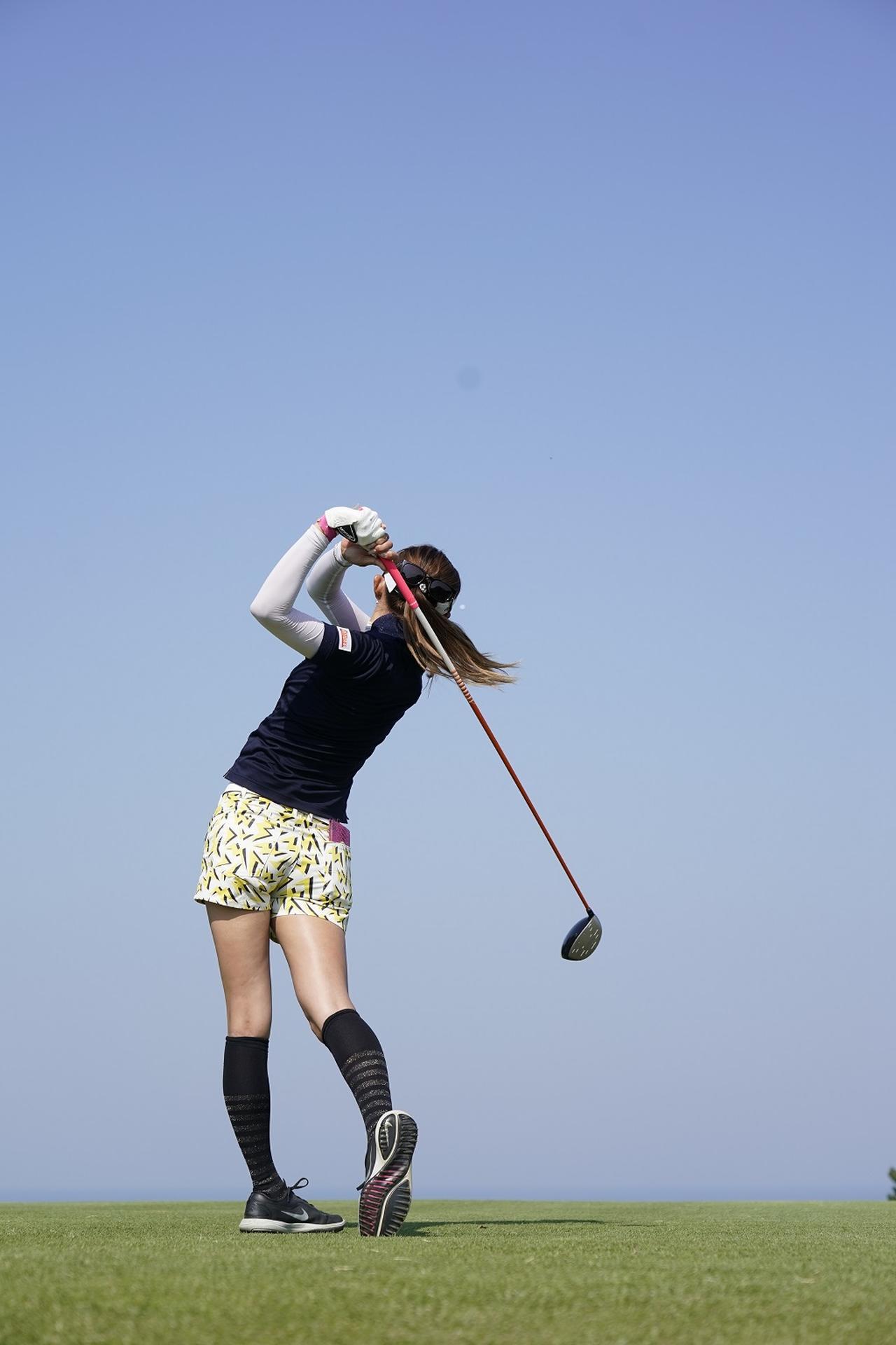Images : 14番目の画像 - 金田久美子ドライバー後方連続写真 - みんなのゴルフダイジェスト