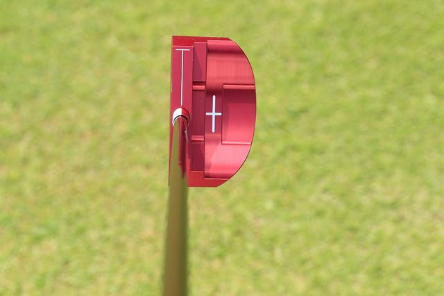 画像: Red9/9 RM-002(キャスコ)。十字のターゲットマークのおかげで、イメージしたラインへスクェアにセットできる