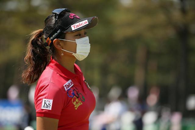 画像: 竹内美雪もマスク姿。プロゴルファーにとっての花粉症は深刻な問題だ