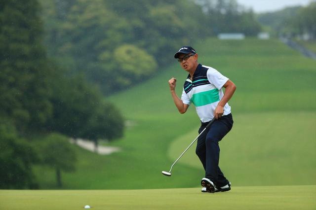 画像: 「日本プロゴルフ選手権」で藤本佳則とのプレーオフ2ホール目でバーディパットを決めた谷口徹(撮影/姉崎正)