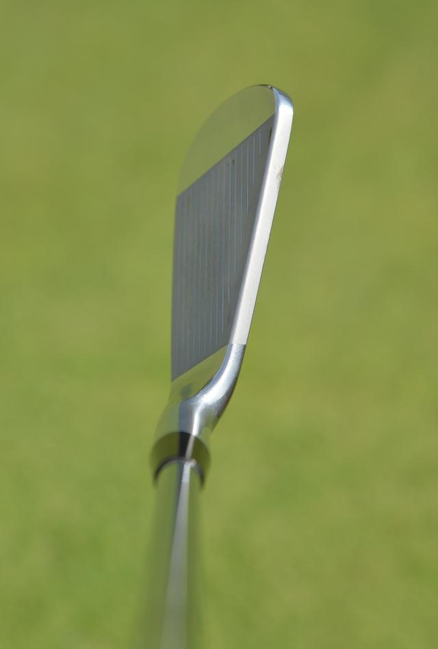 画像: トップブレードが厚めで安心感がある。力を入れずに振りにいける感覚が出せる。アイアン「ヤマハ RMX 018」(4I~PW)