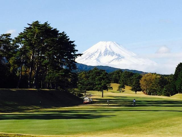"""画像: コース上から富士山が望める東名CCなど、富士山が見えるコースでは「富士山から順目」はいわば""""常識""""だが……"""