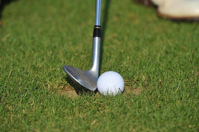 画像: ゴルフは芝を傷めてしまうゲーム。打った後のプレーヤーの後始末が肝心なのだ