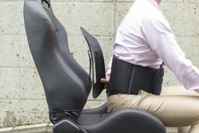画像: サポーターは常に体に装着し、ディスクは車に設置する使い方。腰をいたわりながら、頻繁に乗り降りを繰り返す場合に有効。