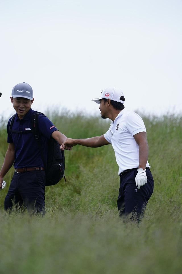 画像: リフレッシュしている時もゴルフのことを考えてしまうと話す小平