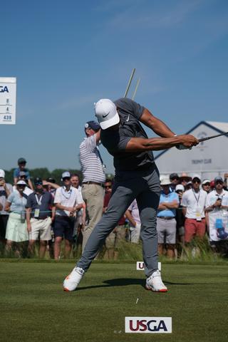 ブルックス・ケプカのドライバー連続写真(写真/2018年の全米オープンゴルフ)
