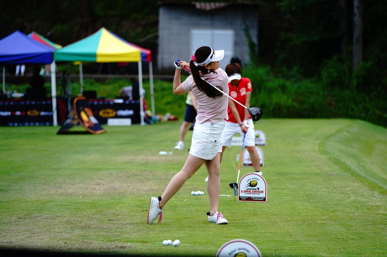 "Images : 17番目の画像 - ""日本一飛ばす受付嬢""林佳世子のドライバー連続写真 - みんなのゴルフダイジェスト"