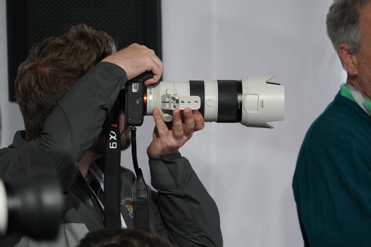 画像: SONYαシリーズのプロモデル「α9」。αの一番の特徴は「無音」でシャッターが切れること