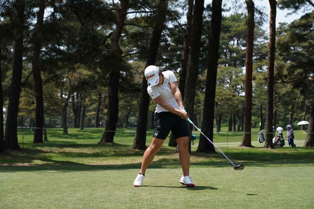 画像: 左足を強く蹴る動きも特徴の一つ(写真は2018年のサロンパスレディス)