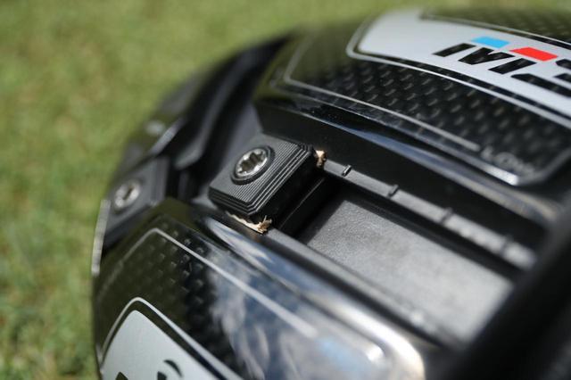画像: 検証に使用したドライバーはタイガーと同じ「M3 460」。ウェイト部分に木片をかませてタイガーのカスタマイズを再現している(撮影/姉崎正)