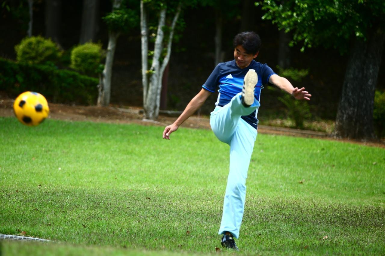 画像: 「上げるボール」は距離が出るが、コントロールは難しい。それはサッカーも、ゴルフも同じだ