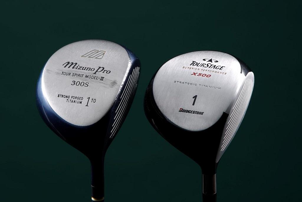 画像: 左:ミズノ「300S」(1999年発売)、右:ツアーステージ「X500」(2000年発売)