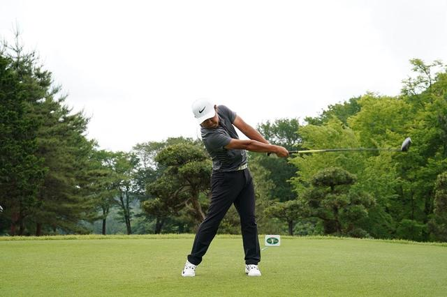 画像: 時松はパッティングストロークを「速く思い切り振る」ようにスウィングする(写真は2018年の日本ゴルフツアー選手権 撮影/姉崎正)