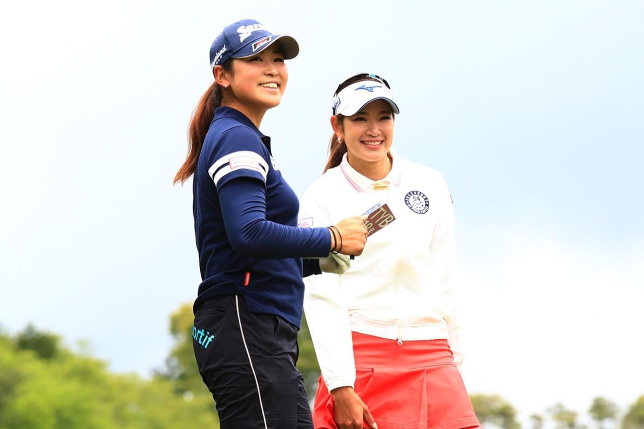 画像: 今シーズン注目の原英莉花(右)と田村亜矢(左)。ともにジャンボこと尾崎将司に師事している(写真は2018年のサイバーエージェントレディス 撮影/大澤進二)