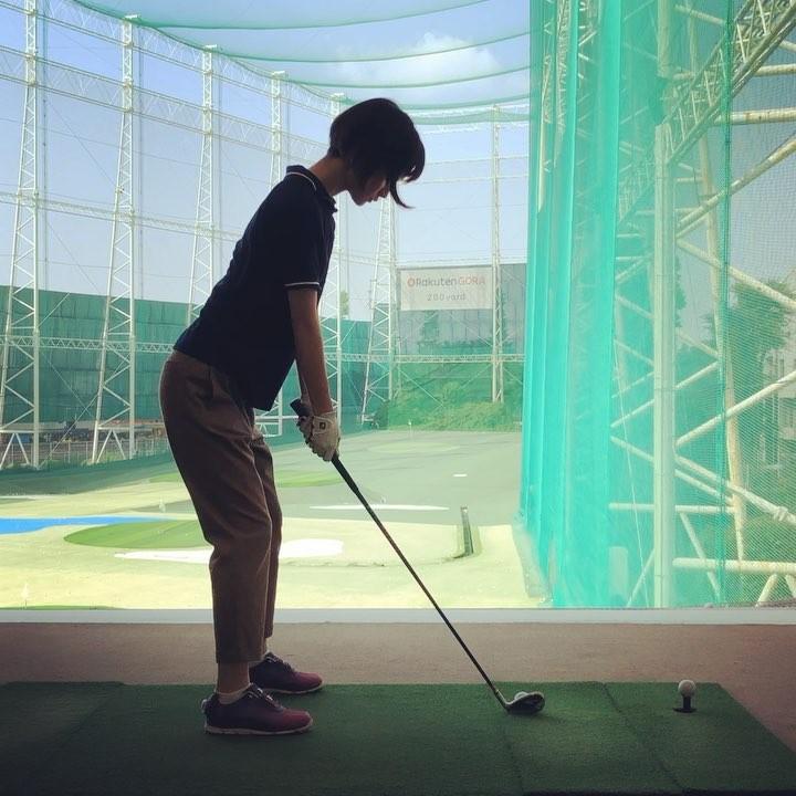 画像1: 剛力彩芽さんはInstagramを利用しています:「*** 最近、ゴルフにチャレンジしてます。 感覚を掴むのが難しい。 良いスイングができたと思って 調子に乗ると次は失敗したり。 だからこそ負けず嫌いな私は 燃えたりもする。笑 ただ、力が入り過ぎるとまた失敗して。 リラックスしながら 真剣にやるって難しい!…」 www.instagram.com