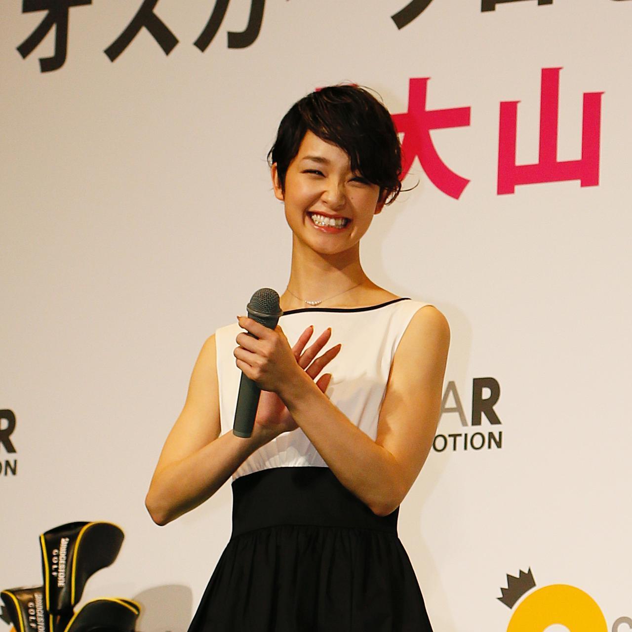 画像: 2016年、プロゴルファー・大山亜由美のオスカープロモーションに所属を発表した際に記者発表会に登壇し、「ゴルフを趣味にしたい」と語っていた剛力さん(撮影/ゴルフダイジェスト社写真部)