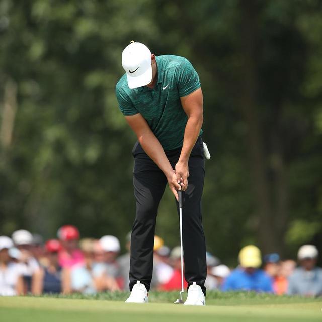 画像: ブルックス・ケプカは人差し指を伸ばしてパターを握っている(写真は2018年の全米プロゴルフ選手権 撮影/姉崎正)