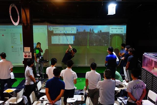 画像: 来日中のリアム・マクロウによる「ゴルフエンジニアリングセミナー」の様子。2日間で12万円と受講料は高額だが、最先端の理論に触れるべき多数の専門家が受講した