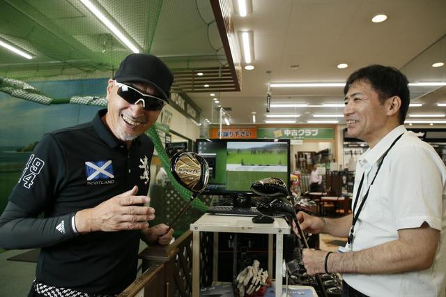 画像: 三須クラフトマン(右)とマーク金井(左)が試打