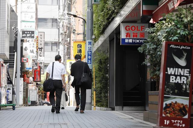 画像: 新橋駅のSL広場からすぐのところに、「裏口」があり、駅からのアクセスがバツグンによい