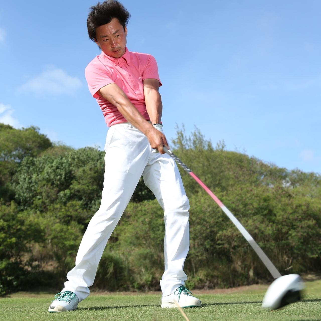 画像: 肩甲骨を活用することで腕の長さ分クラブが長くなることになり、飛距離も伸びる