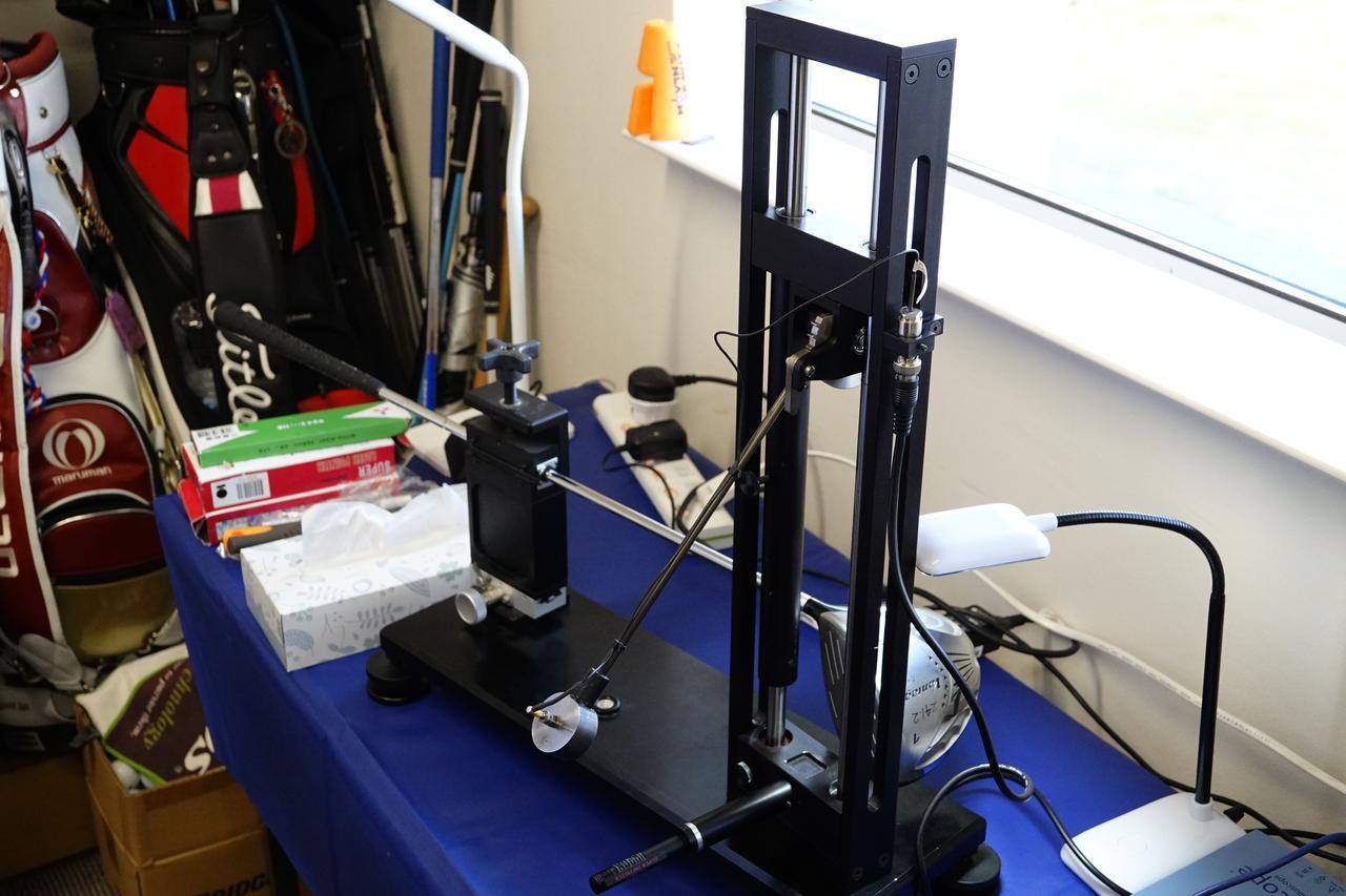 画像: 反発係数を計測するR&AtoUSGAの公式ペンデュラムマシン(写真2)