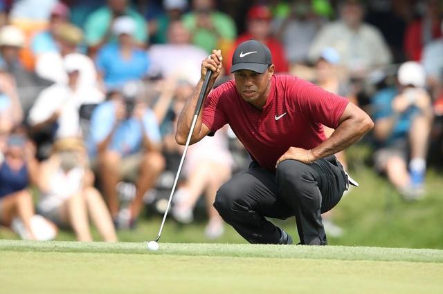 画像: タイガーといえば、やはり勝負どころでの神がかり的なパッティングだ(写真は2018年の全米プロゴルフ選手権)