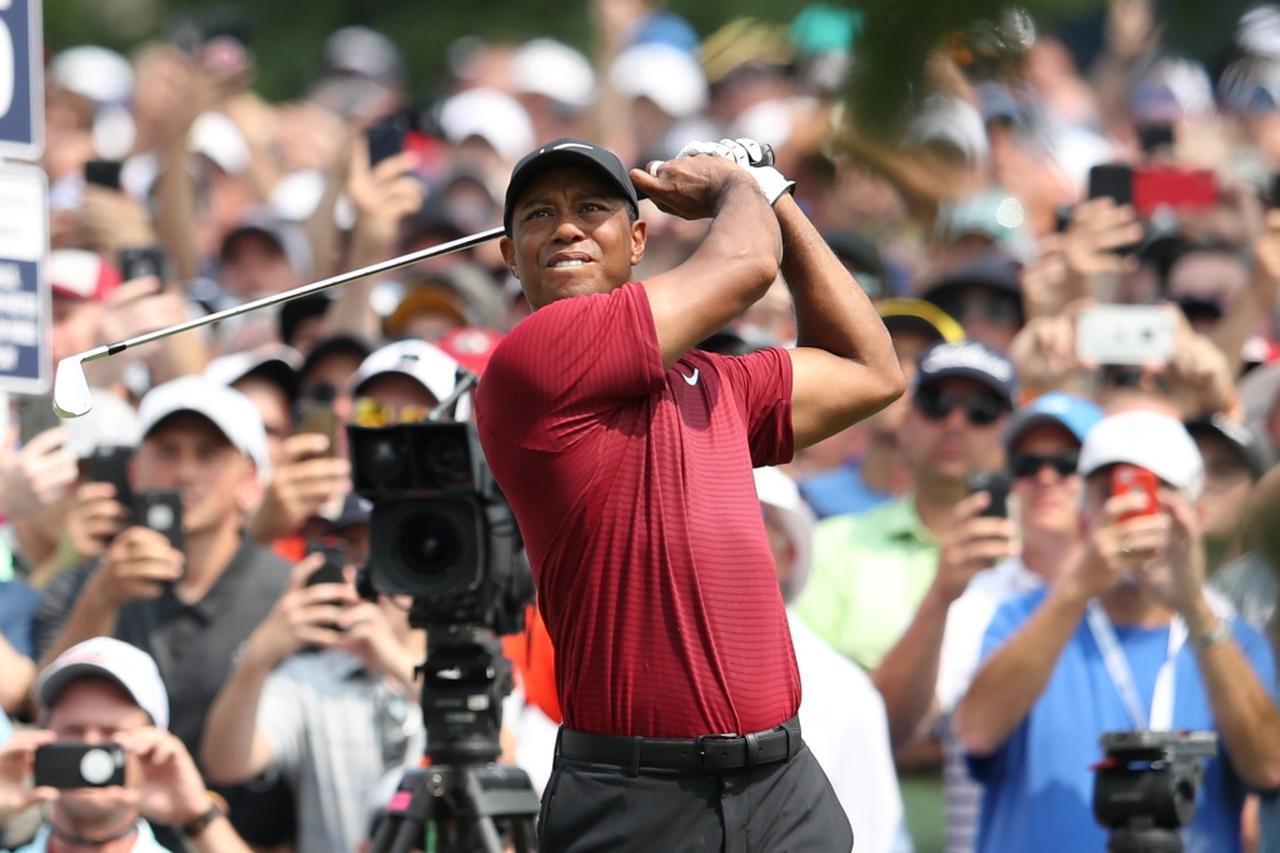 画像: ロングアイアンやフェアウェイウッドの精度を上げていくことで世界1位に返り咲くタイガーを見れるかもしれない(写真は2018年の全米プロゴルフ選手権)