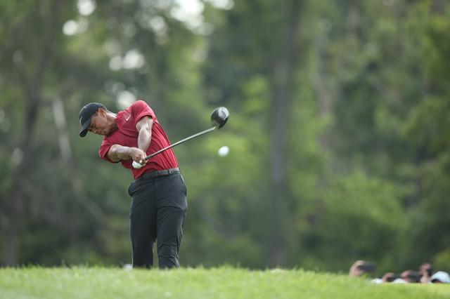 画像: 飛距離で他を圧することはできなくなったが、それでもタイガーはやはり強かった(写真は2018年の全米プロゴルフ選手権)