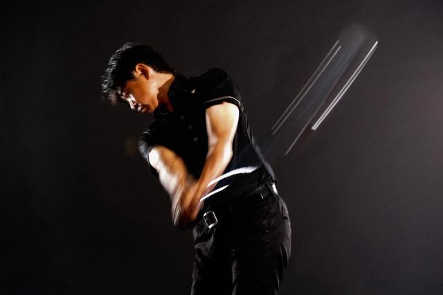 画像: 試打したプロゴルファー・中村修はその振り心地を高く評価「インパクトゾーンをヘッドが駆け抜けていく。この感覚はなかなか得られません」。グリップは高いグリップ性能が特徴のSTM M-3グリップを採用